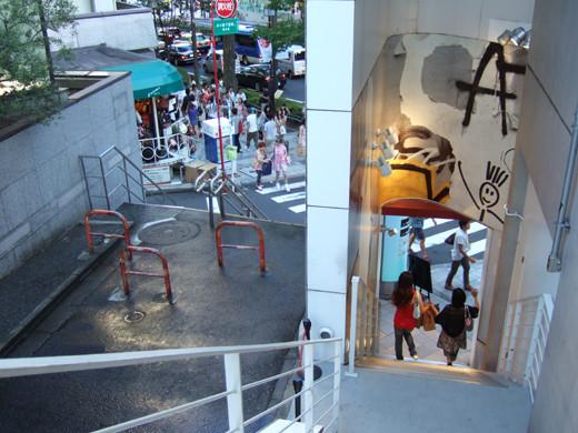 原宿表参道のMUJIの隣の階段3