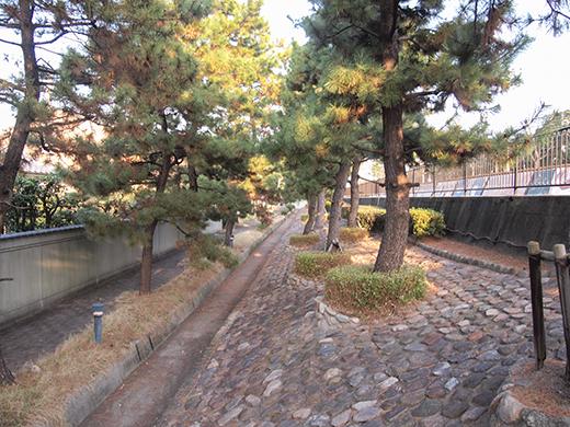 芦屋浜埋め立て地の階段と谷崎記念館3