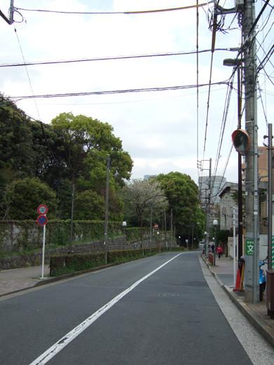 渋谷國學院と御用邸の横の坂1