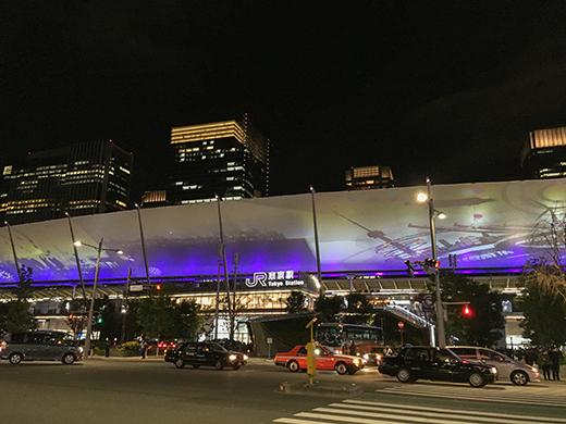 東京駅グランルーフの大階段とインスタレーション3i