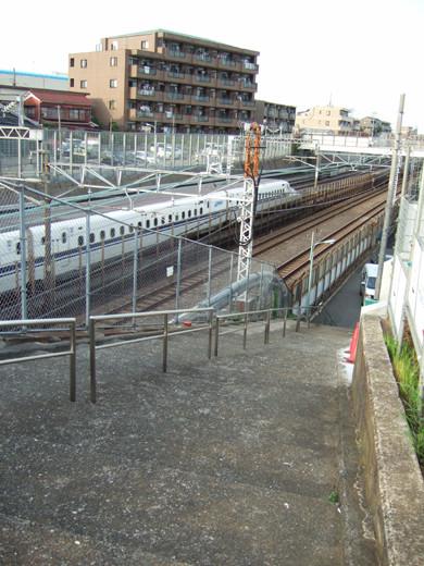 東海道新幹線がゆっくり見える階段2
