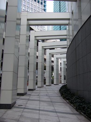 六本木の三角地帯に隣接した回廊のような坂2