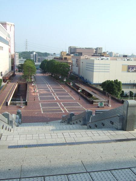 パルテノン多摩の大階段1