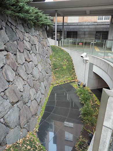 霞が関コモンゲートの大階段と外堀4