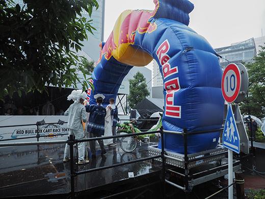 赤坂サカスのさくら坂でRED BULLのカートレース4