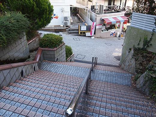 北野町広場へと上る階段3