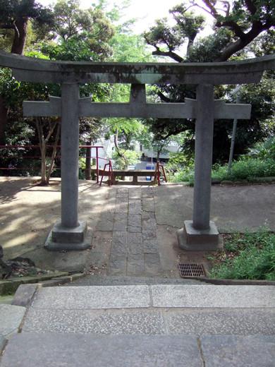 子安八幡神社の急階段7