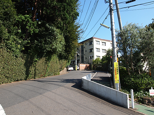 高島屋ガーデンアイランド横の坂道5