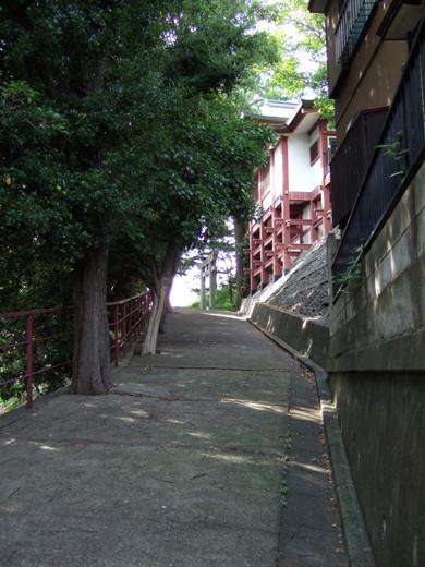子安八幡神社のスロープ6