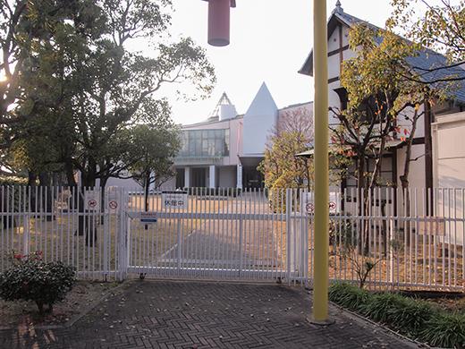 芦屋浜埋め立て地の階段と谷崎記念館6