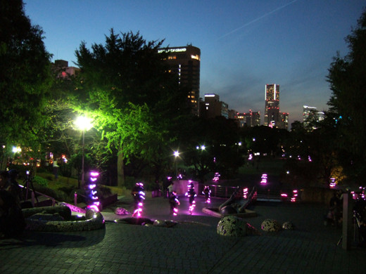 横浜山下公園の人力ライトアップ1