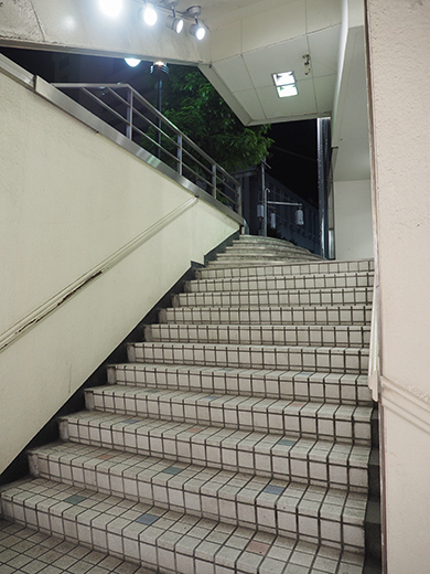 閉店前の渋谷パルコ地下への階段とポスター4