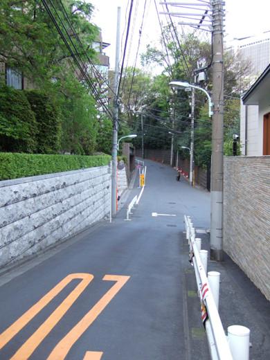ミッドタウン裏の檜坂の坂上にある謎の駐車場と無名坂9