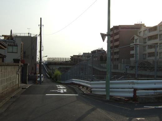 東海道新幹線がゆっくり見える階段1