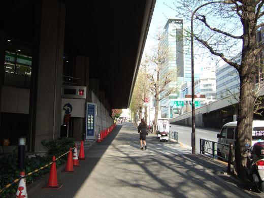 渋谷クロスタワーの階段と坂2