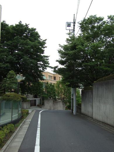 ソニー歴史資料館のある坂道8