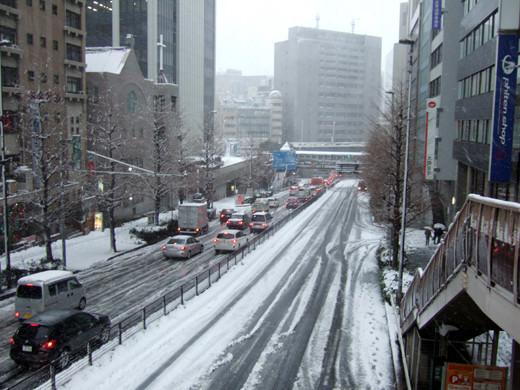 大雪の日の渋谷宮益坂3