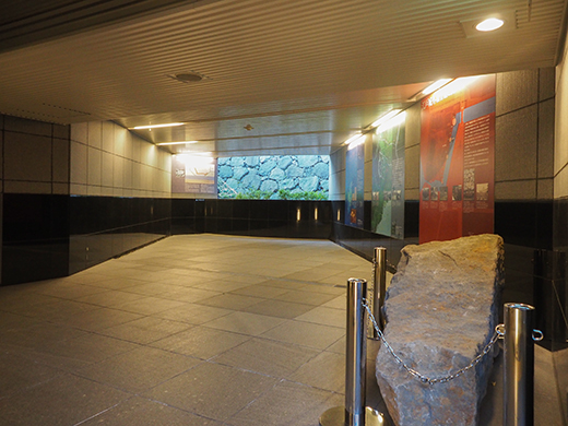 霞が関コモンゲートの大階段と外堀5