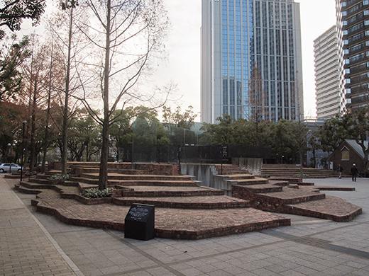 東山遊園地の慰霊と復興のモニュメント。そして21年1
