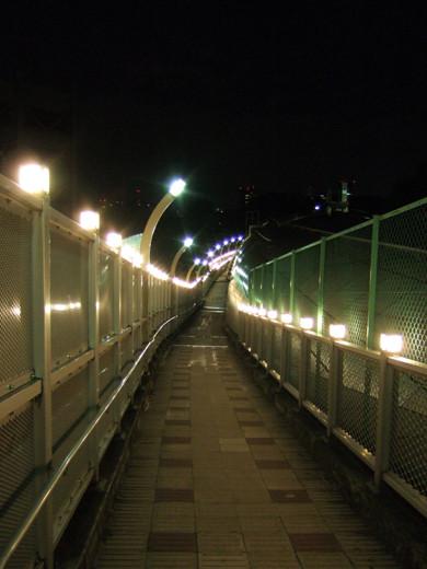 乃木坂トンネルの傾斜歩道1