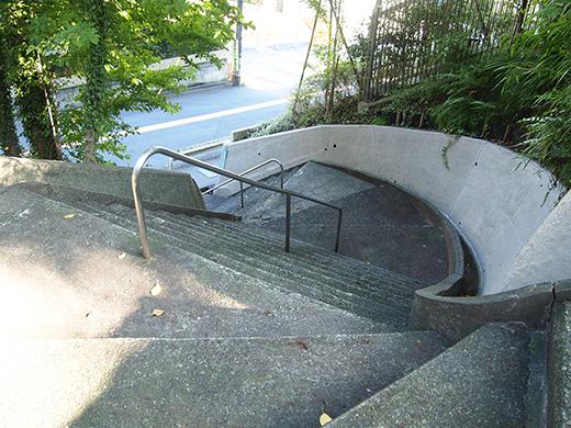 瀬田隧道の真上を通っている階段4