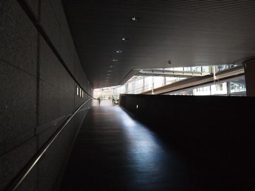東京国際フォーラムのスロープ5