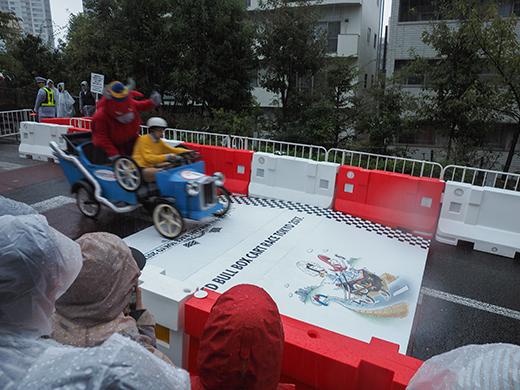 赤坂サカスのさくら坂でRED BULLのカートレース5