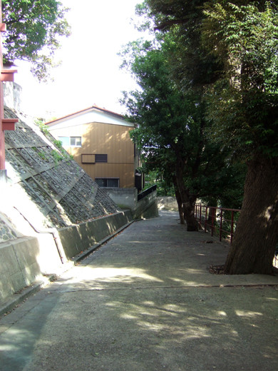 子安八幡神社のスロープ8