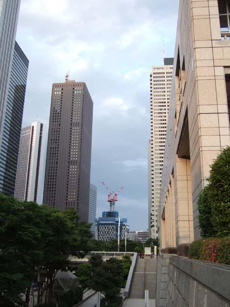 西新宿の工事中のビル1
