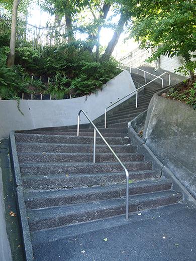 瀬田隧道の真上を通っている階段1