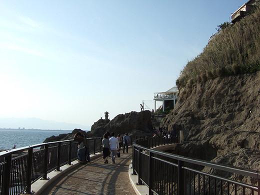 江ノ島の崖の化石階段1