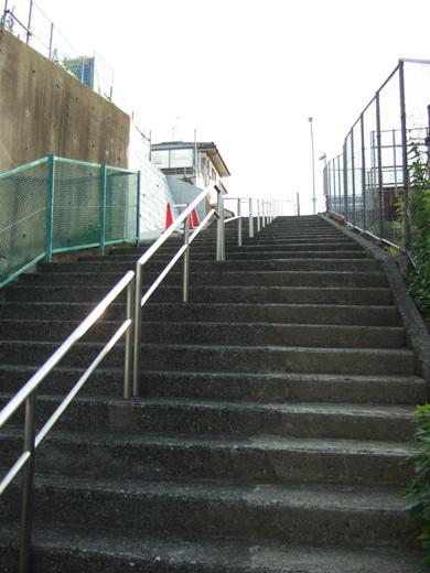 東海道新幹線がゆっくり見える階段3