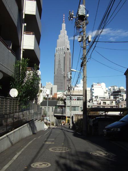 ドコモタワーの見える坂1