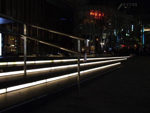 赤坂サカスの階段ライトアップ3