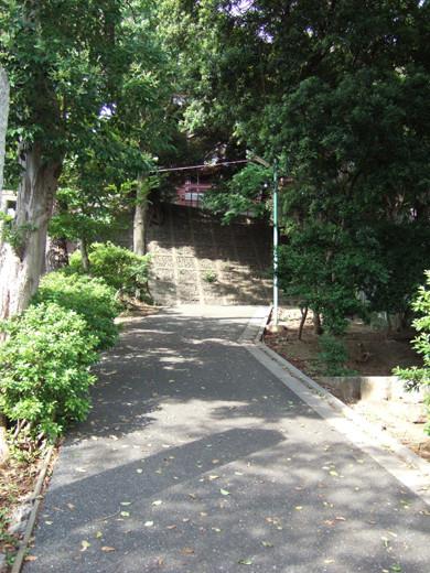 子安八幡神社のスロープ1