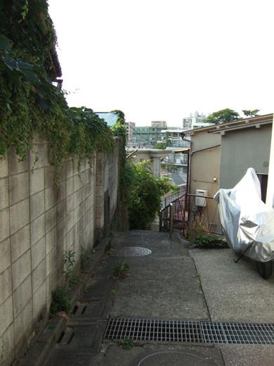 大田区山王の厳島神社へ下る階段1