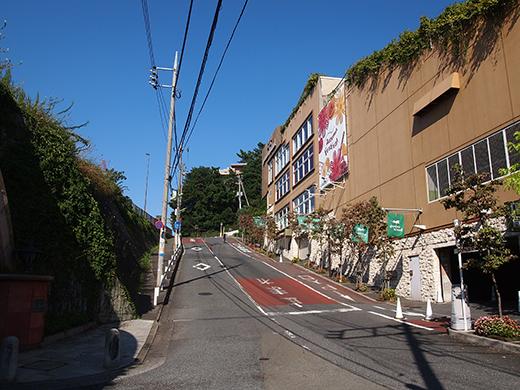 高島屋ガーデンアイランド横の坂道1