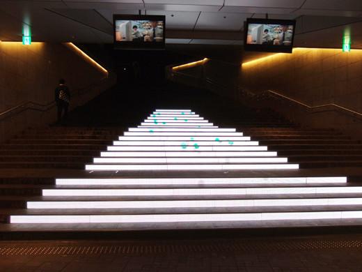 赤坂サカスの電飾階段3