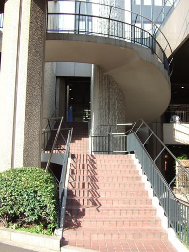 渋谷クロスタワーの階段と坂4