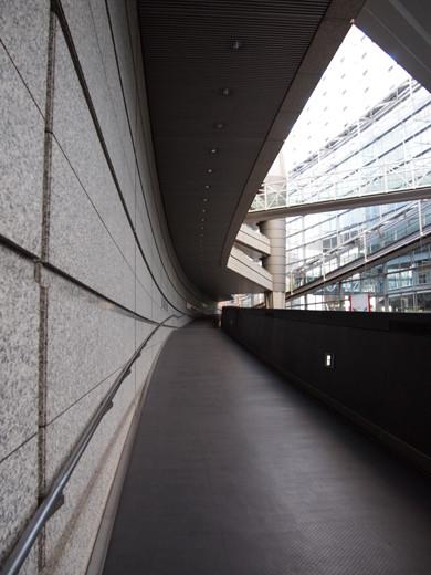 東京国際フォーラムのスロープ4