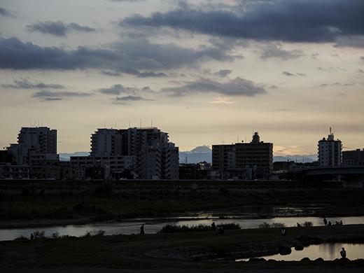 二子玉川の河川敷からの富士山と水害の記憶4