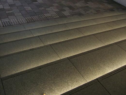 赤坂サカスの階段ライトアップ2