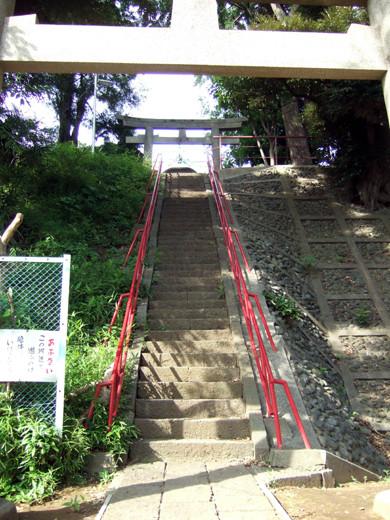 子安八幡神社の急階段2