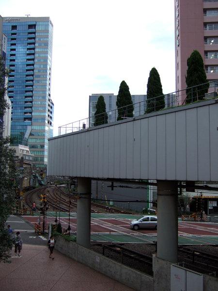 新宿の人工地盤と階段1