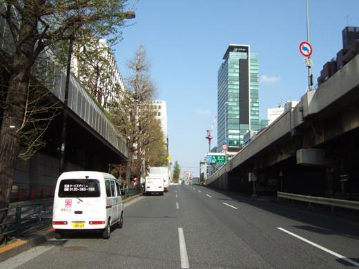 渋谷クロスタワーの階段と坂1