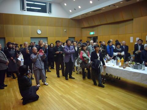15会場内の来場者の写真