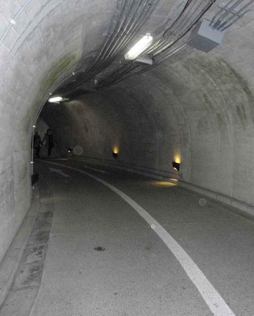 滝見台までのトンネル_2.01