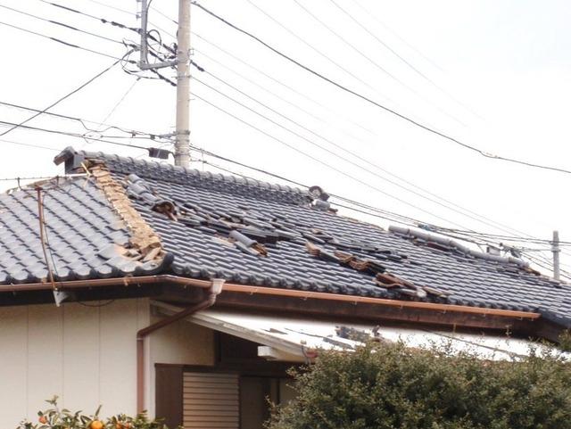 近所の瓦屋根b