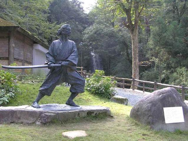 佐々木小次郎像