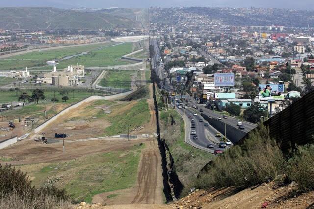メキシコとアメリカの壁